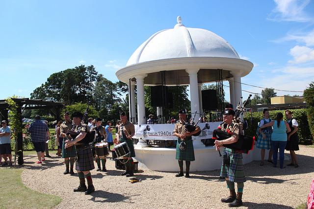 Battlepipes appearing in Jubilee Park